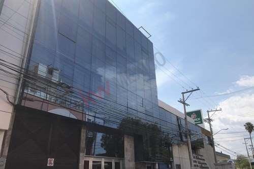 Edificio Ideal Para Oficinas, Despachos,escuela Ubicado A Media Cuadra De Av. Constituyentes