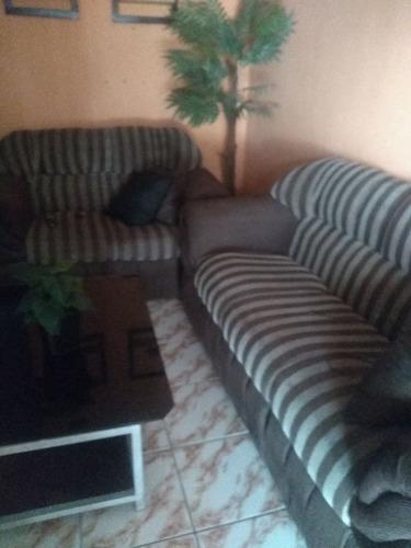 Imagem 1 de 2 de Vendo Sofá 2 E 3 Lugares Bem Conservado
