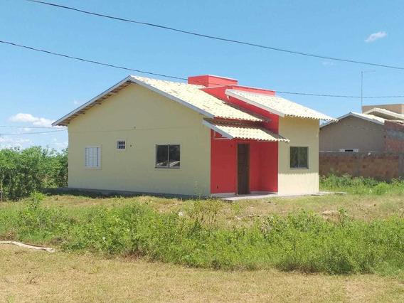 Casa De 2 Quartos, 1 Suíte E 1 Banheiro Social