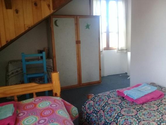 Casa De Familia.3 Dormitorios Privados ..2 Baños Compartidos.espacios En Comun