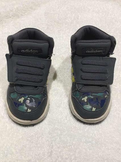 Zapatillas Botitas adidas Niño T 23,5. Con Velcro.
