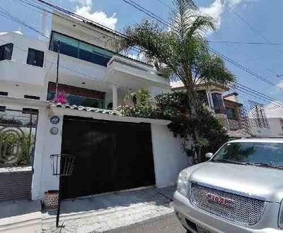 Casa En Renta En Residencial Tejeda Con Alberca