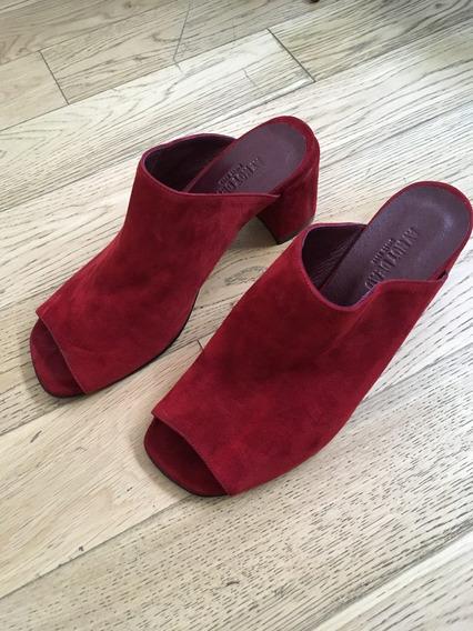 Zapatos Ay Not Dead