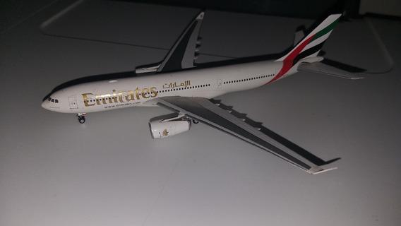 Miniatura Em Escala 1/400 Do A330 Da Emirates
