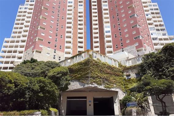 Cochera En Torre De Manantiales Apart