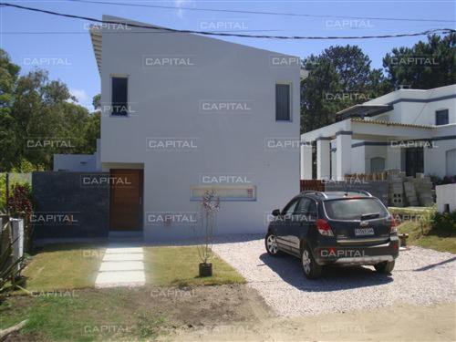 Casa En Venta La Barra Tres Dormitorios- Ref: 25757