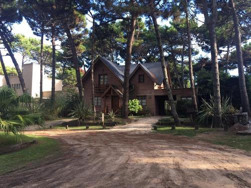 Chalet En Zona Norte De Pinamar, 3 Dormitorios + Dependencia