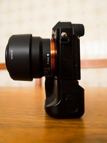 Camera Sony A7 Com Grip/duas Baterias/lente 50mm 1.8 Zerada!