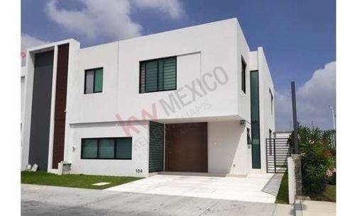 Casa Semiamueblada En Coto Bajio Habitat (av. Aviación Y Av. Vallarta) Const. 260 Mts.