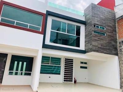 Casa En Renta A Estrenar De 3 Recamaras Y Roof Garden, A Un Costado De La Recta Y Estaban De Atuñano