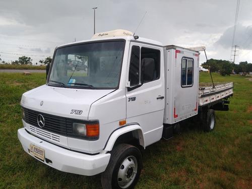 Mb 710/08 Com Cabine Auxiliar E Carroceria De Madeira