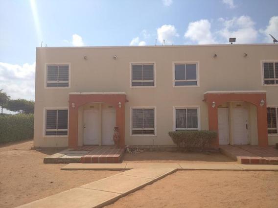 Townhouse En Venta En Urb. La Lagunita 3 Mls #20-17728 N M