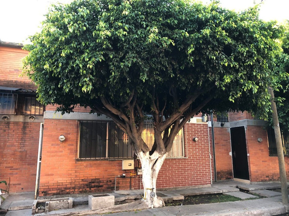 Se Vende Bonita Y Rustica Casa Muy Centrica.