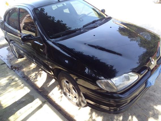 Renault Megane Sedan 2.0 Rxe 4p 1999
