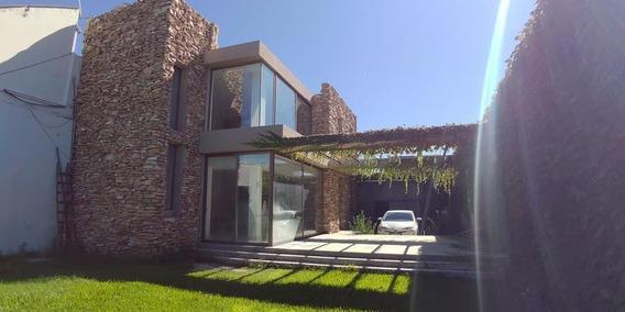 Casa A Estrenar. Excelente Calidad Constructiva. Permutamos.