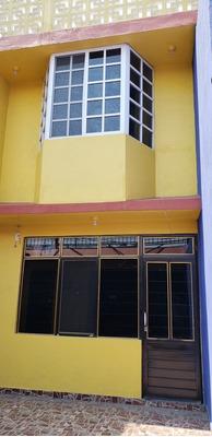 Casa 4 Recamaras, 3 Baños 150m2 Terreno. 240m2 Construccion