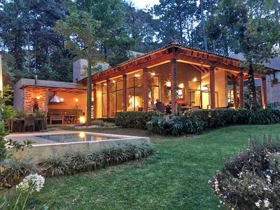 Residencia De Lujo Enclavada En El Bosque. Ubicada En Condominio. Vigilancia Las 24 Hrs.