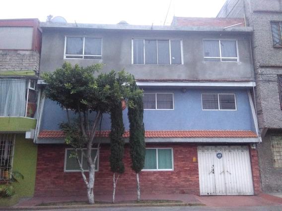 Casa De 3 Pisos, Adaptable Para 3 Amplios Deptos. U Ofic.
