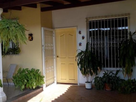 Tucanalinmobiliario Vende Casa En Los Samanes 20-10254 Mv