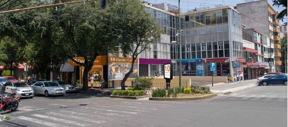 Local En Pequeña Plaza, Acceso Desde Calle, 4 Estacionamient