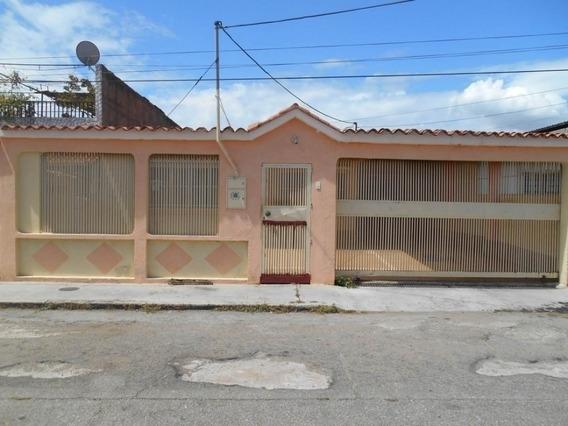 Bonita Y Amplia Casa En La Ritec, De 250 M2