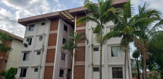 Apartamento Equipado De 2 Dormitorios En Condominio