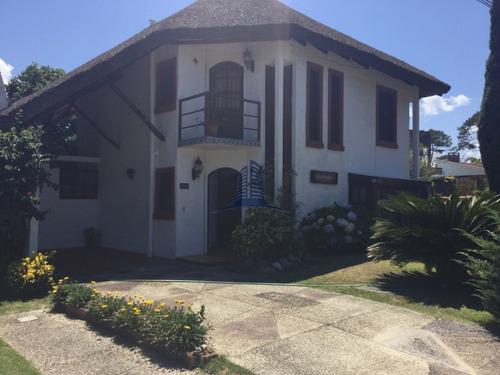 Casa En Venta En Pinares!!- Ref: 1360