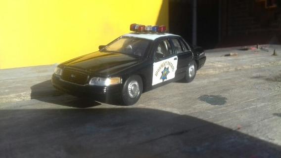 Auto De Policia Ford Crown Victoria 1/43