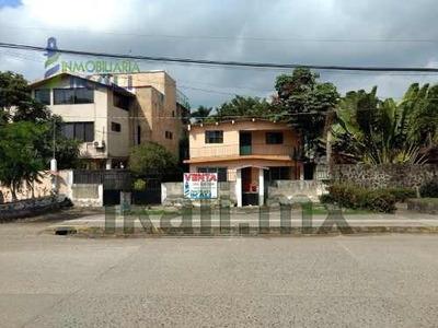 Vendo Casa Blvd. A La Playa Km. 5.5 Colonia La Calzada Tuxpan Veracruz, Frente A Apitux (administración Portuaria De Tuxpan), En El Primer Piso: Tiene Sala, Comedor 3 Recamaras, Closets Empotrados, 2