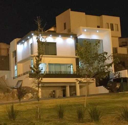 Hermosa Residencia Con Acabados De Lujo, Fraccionamiento Privado. Totalmente Equipada.