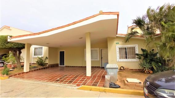 Venta De Casa En Caminos Del Doral / Mls #20-23679