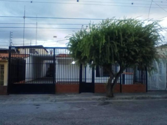 Casa En Venta En Cabudare Palavecino, Al 20-554