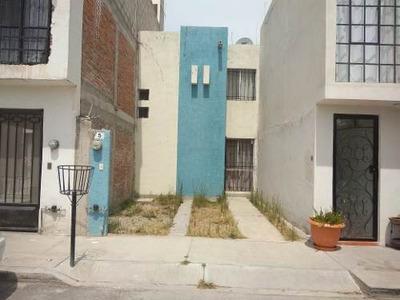 Casa De Dos Niveles En Renta
