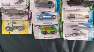 Lote De 16 Miniaturas Hotwheels E Matchbox