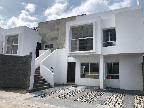 Departamento En Venta En Juriquilla, Con Excelente Ubicación, En Planta Baja