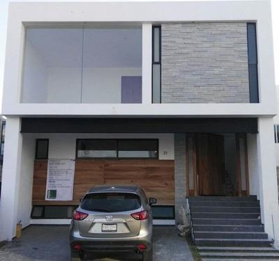 Hermosa Casa Frente A Casa Club, Solares Zanthé