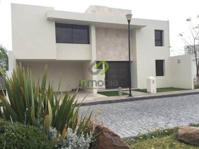 Casa Sola En Venta Hermosa Residencia Cerca De Campestre Club De Golf. 1396