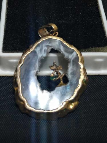 Imagem 1 de 3 de Pingente Em Ouro Com Calcopirita Howlita Esmeralda Ágata