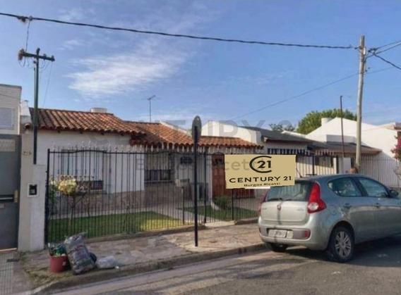 Casa De 3 Dormitorios Con Parque Y Pileta