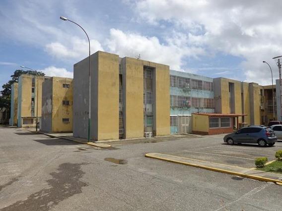 Apartamento En Venta En La Mora Cabudare 20-1439 Nd