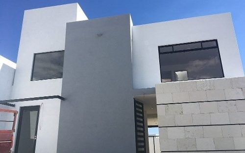 Imagen 1 de 12 de Se Renta, Lomas De Juriquilla, 3 Niveles, Roof Garden, 3 Recámaras Con Baño