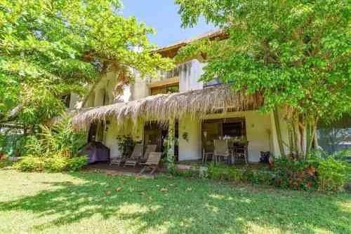 Villa Caribeña Frente A Laguna En Hermoso Conjunto De Casas