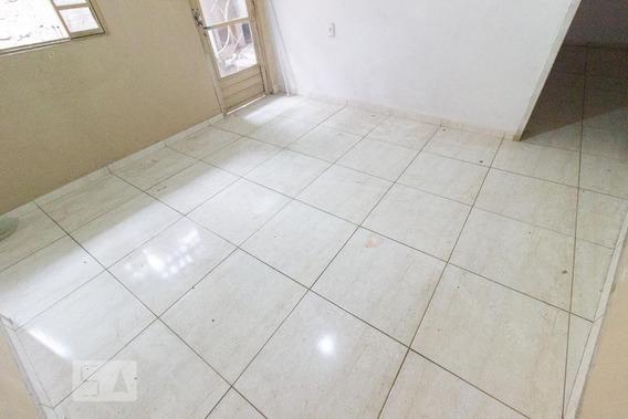 Casa Para Aluguel - Fazendinha, 1 Quarto, 50 - 892997668