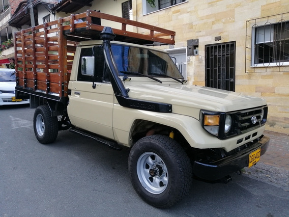 Toyota Land Cruiser Estaca