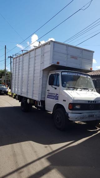 Camión Tata 608