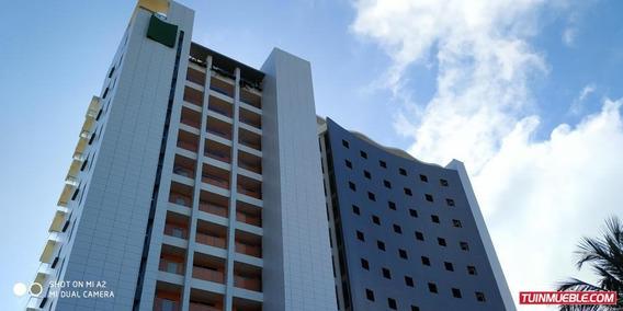 Apartamento En Venta En Tucacas Reinaldo Machuca 19-1598