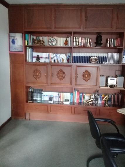 Oficina En Venta Ejecutiva Funcional Elegantemente Amoblada