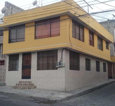 Casa De Venta En Carapungo, Dos Departamentos Independientes