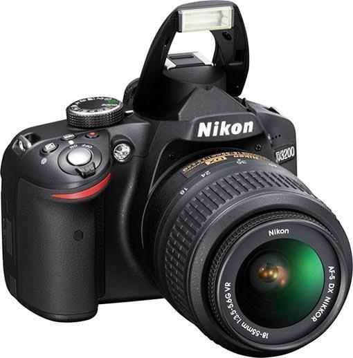 Câmera Digital Slr Nikon Profissional Semi-nova (c/brinde)