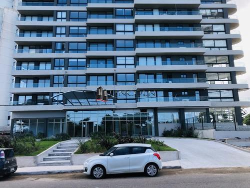 Venta - Punta Del Este - Torre Gaudi - 2 Dormitorios - Bajos Gastos Comunes- Ref: 866